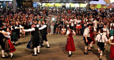 Sábado (14) será de lotação máxima na Oktoberfest Blumenau. Venda de ingressos se esgotaram.