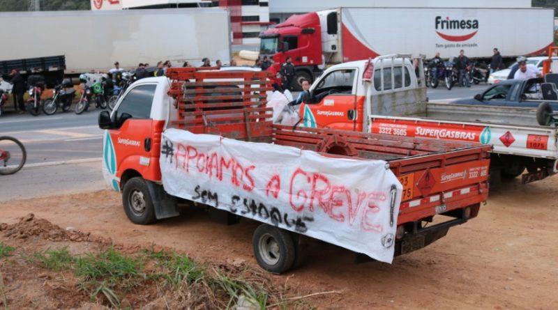 Estimativa é que greve de caminhoneiros já causa prejuízo de R$ 10 bilhões