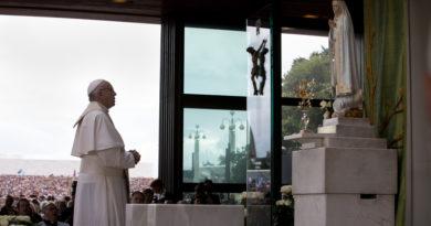 Sucesso, poder e dinheiro são ídolos que escravizam, diz Papa