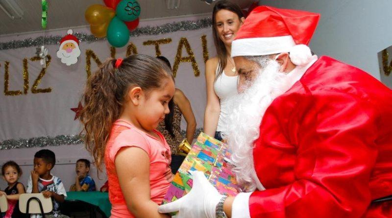 Associação de Moradores da Rua Hermann Barthel promove ação de Natal