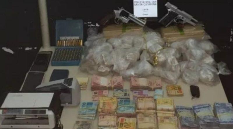 Quarteto envolvido com tráfico de drogas é preso pela PM de Itajaí