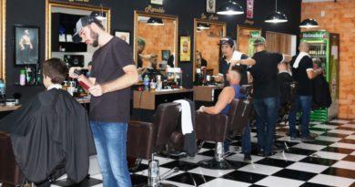 Premier Barber Shop completa 1 ano no bairro Velha em Blumenau