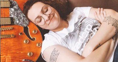 Cantora Karin Martins apresenta novo videoclipe