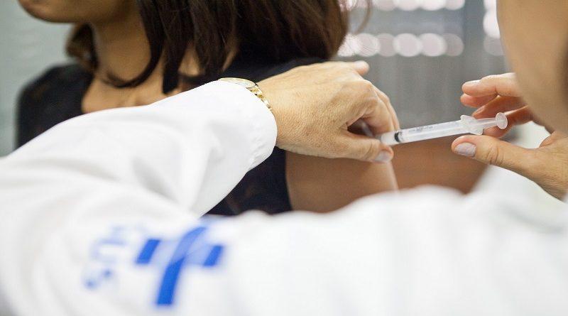 Blumenau antecipa segunda dose da Pfizer e reabre agendamento para vários grupos