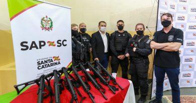Governo do Estado adquire veículos e fuzis para agentes prisionais de SC
