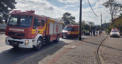 Acidente envolvendo van e moto é registrado na rua Bahia em Blumenau