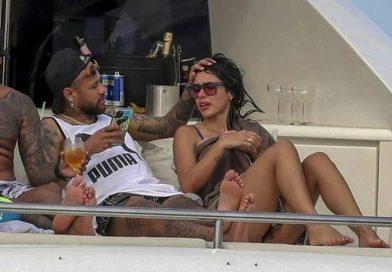 """Neymar aparece ao lado de """"Bruna"""" em Ibiza e internet pira"""