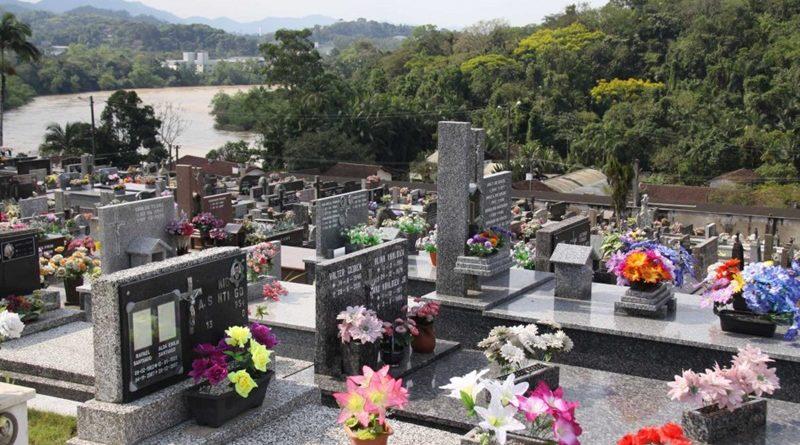 Blumenau terá que pagar indenização para casal após violação de túmulo