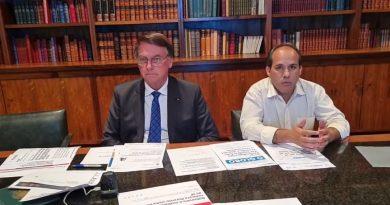 Facebook derruba live em que Bolsonaro associa Aids a vacina